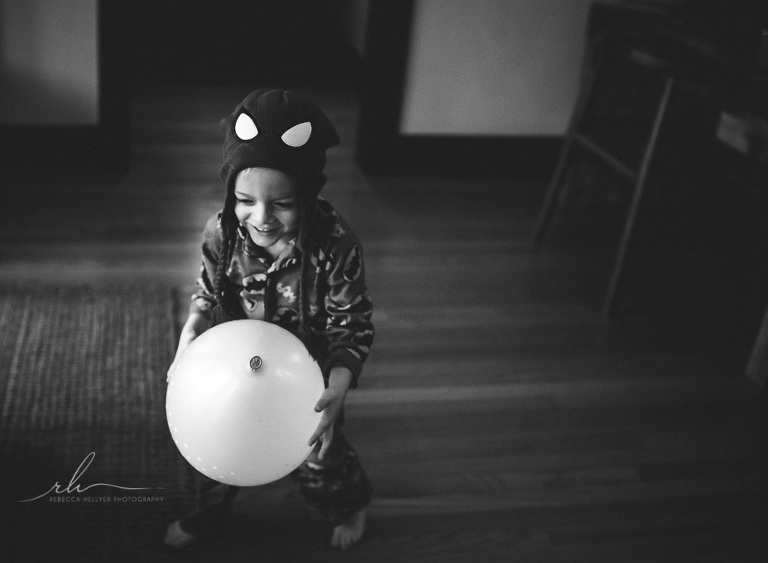 boy in pajamas with balloon | Chicago photographer